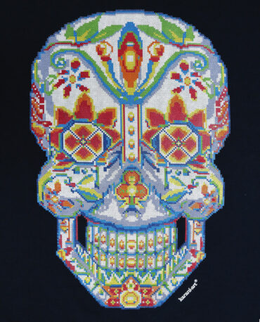 Playera-calavera-cross-stitch-marino-detalle