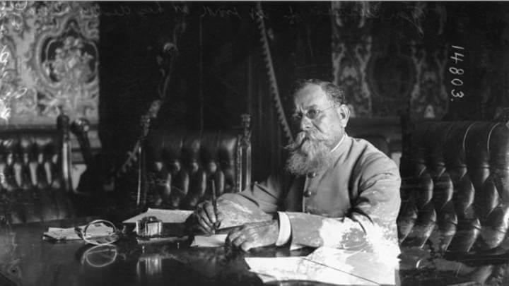 Venustiano Carranza en su despacho.