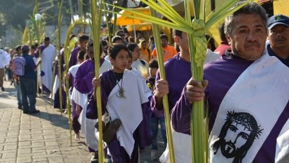 Creyentes en la procesión de iztapalapa