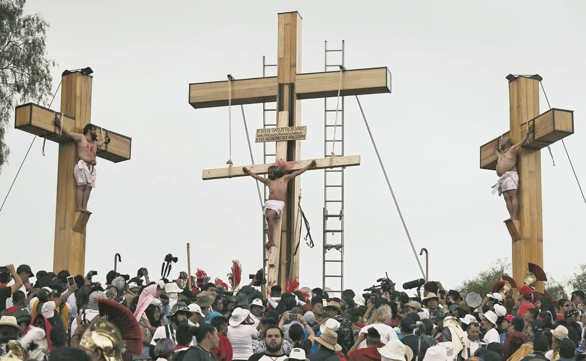 Crucifixión de Cristo en procesión de Iztalapala