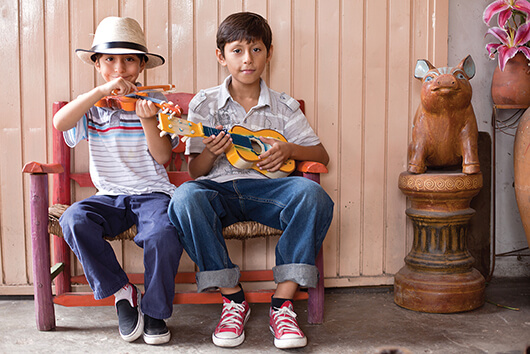 niños mexicanos jugando