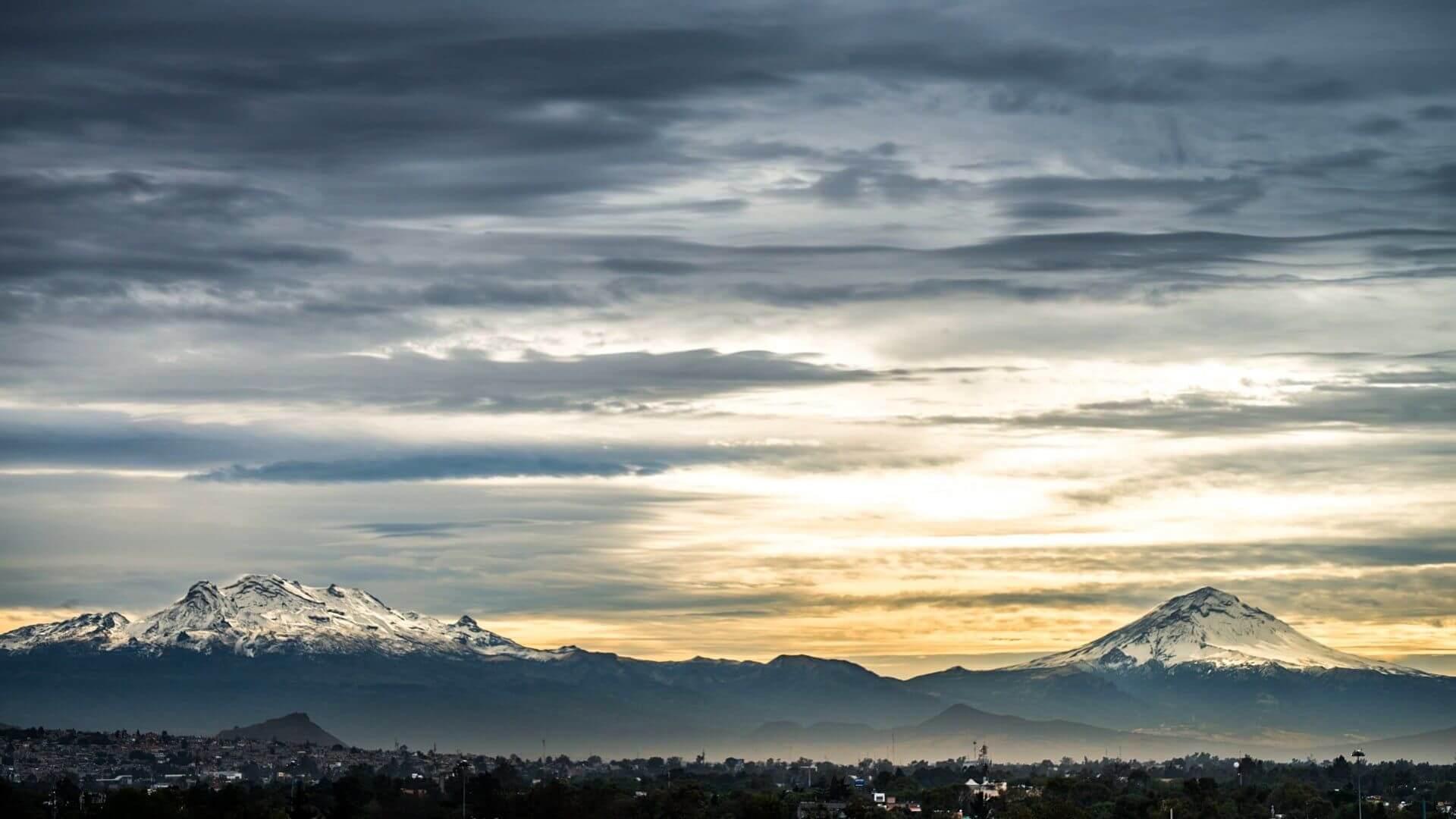 volcán Popocatépetl e Iztaccíhuatl
