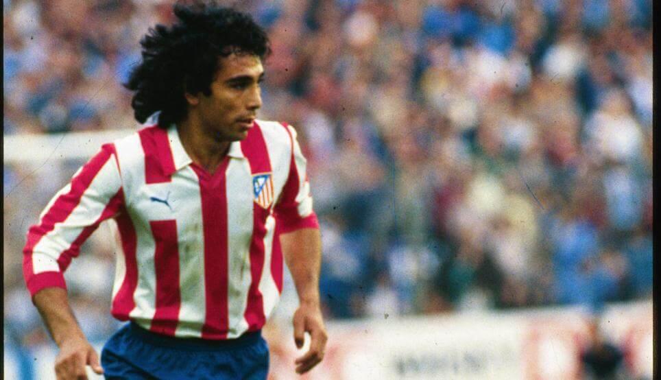 Hugo Sánchez jugando con el Atlético de Madrid.