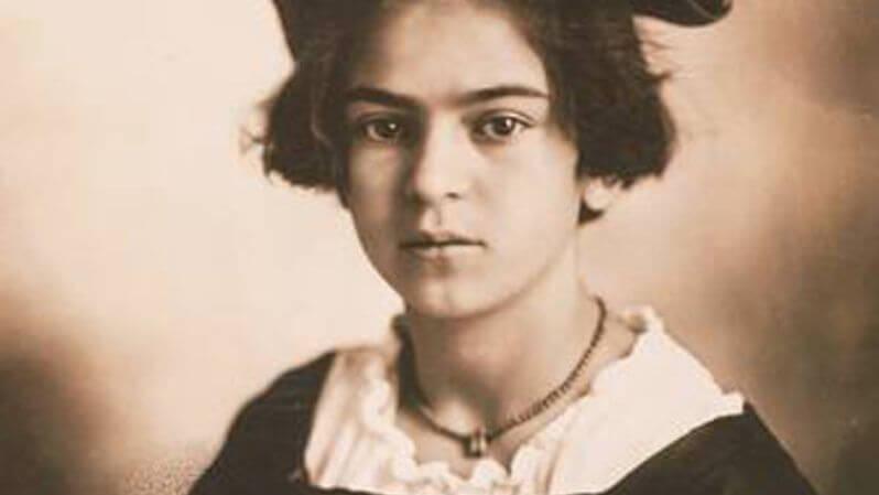 Frida a los 9 años de edad